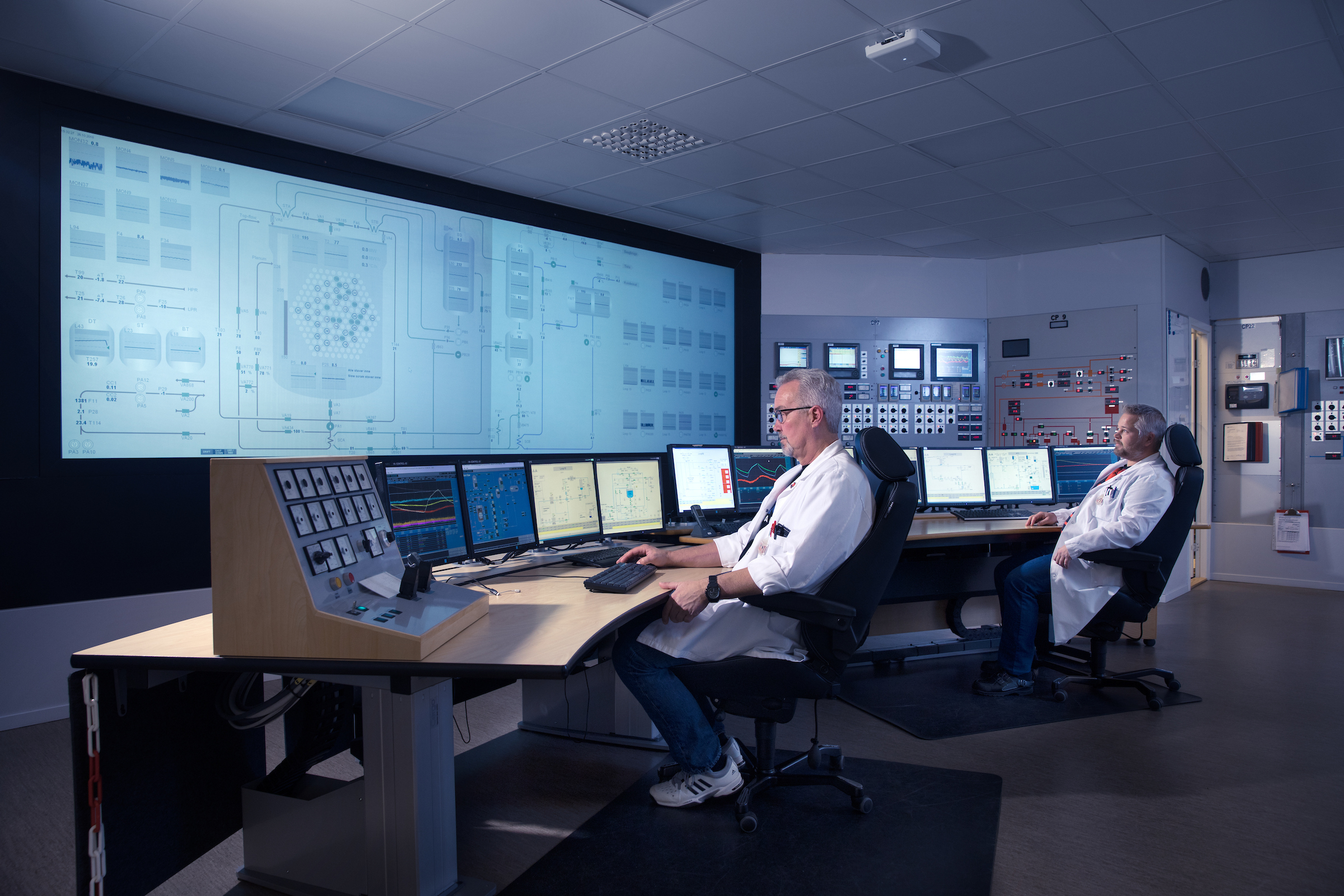 Photo: Espen Solli. From the control room in the Halden reactor (HBWR)